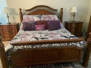 Walnut King Bedroom Set (mattress not included) for Sale in Riverview, FL