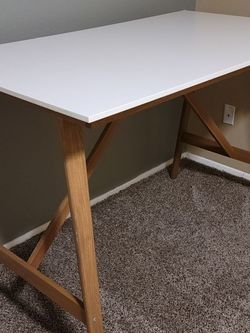 Desk Crafts Art Work Table for Sale in Lynnwood, WA