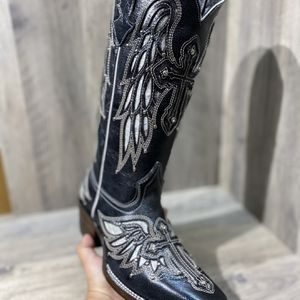 Woman Western Boots ( Botas Para Dama ) for Sale in Houston, TX