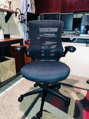 Office Mesh Ergonomic Chair w/Lumbar Flex suport/Flip Arms like New!! BEST QUALITY CHAIR for Sale in Dallas, TX