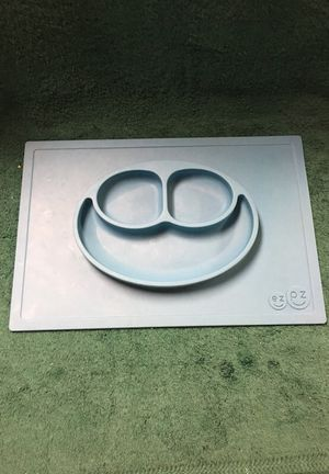 Ez pz placemat dish for kids. Non slip for Sale in Dearborn Heights, MI