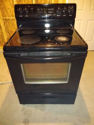 Black fridgedaire stove Good Condition for Sale in Columbus, OH