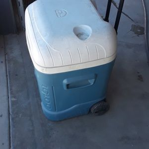 Cooler Ice Chest Igloo for Sale in San Bernardino, CA
