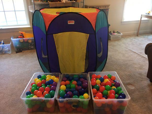 Playhut Ball Pit w/balls