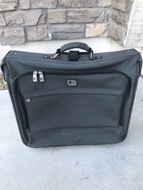 Kenneth Cole Reaction Garment Bag ($25 if you can pick up TODAY!!)