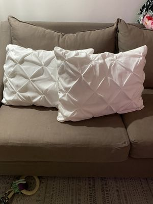 Bed throw pillows for Sale in Cypress, CA