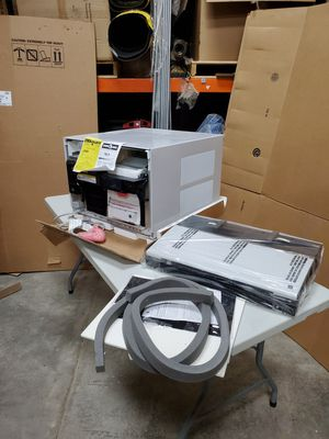 Brand new 230 volt 21,000btu window ate conditioner with small imperfection for Sale in Garden Prairie, IL