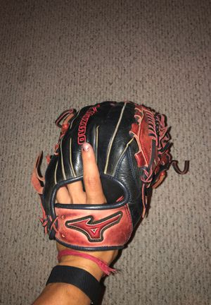 Mizuno 11.75 baseball glove with perfect break-in. for Sale in Armonk, NY