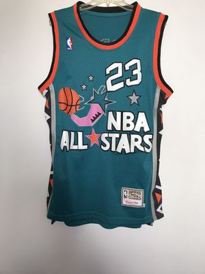 Michael Jordan's 1996 NBA All Stars Hardwood Classics Size Medium But Fits Like Large Great Condition for Sale in Reedley, CA