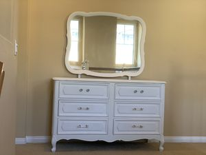 Soft White 6 Drawer French Provincial Dresser with Mirror for Sale in Rancho Cucamonga, CA
