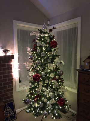 Hammacher Schlemmer Tree with Lights and Ornaments for Sale in Snohomish, WA