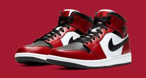 Jordan 1 mid Chicago black toe sz 10.5 new for Sale in Dracut, MA