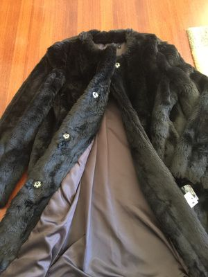 Fuax fur coat DKNY for Sale in San Francisco, CA