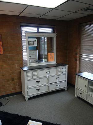 6pc Queen Sawyer Bedroom Set for Sale in Greensboro, NC