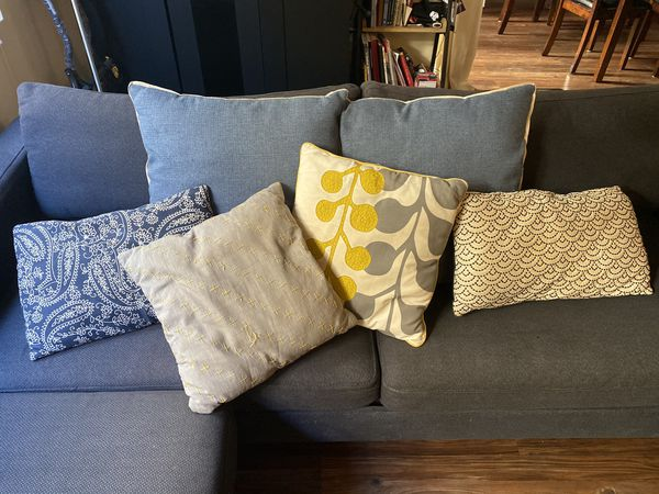 Sleeping sofa in great condition! Color Navy Blue