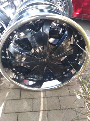 """22 inch rims black and chrome 6 lug!"" for Sale in Fresno, CA"