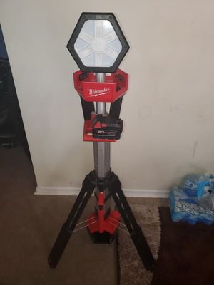 Lanpara Milwaukee m18 com 1 batería 5 .0 for Sale in Falls Church, VA