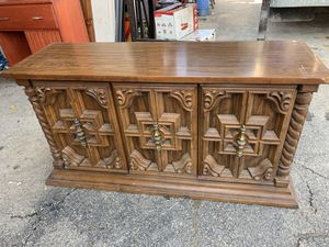 Server buffet cabinet for Sale in Freedom, PA