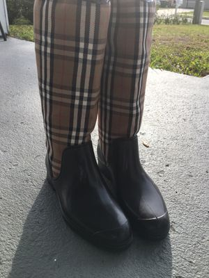 Burberry Boots, women size 7 for Sale in Fort Worth, TX
