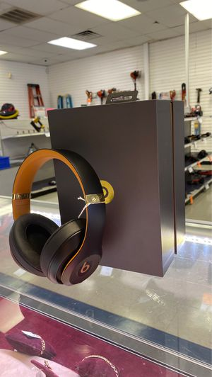 🎃 Black and gold wireless beats headphones for Sale in Houston, TX
