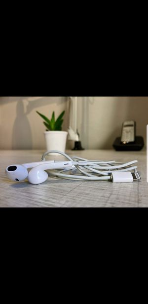 Apple earbuds for Sale in Imperial Beach, CA