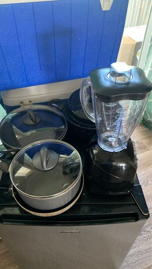Working Blender and cooking pans for Sale in Des Moines, WA