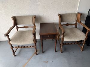 Antique table and chairs. for Sale in Sebring, FL