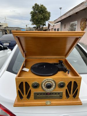 Spirit Of St. Louis All In One Vintage Style Record/Cassette Tape/CD Player EUC for Sale in Hawthorne, CA