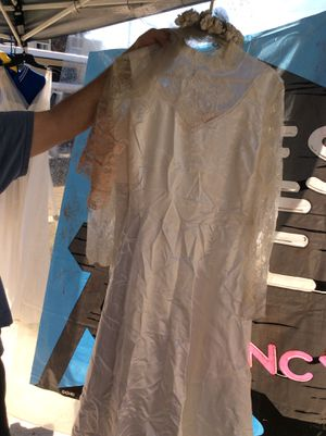 WHITE WEDDING DRESS AND VEIL SIZE LG for Sale in San Diego, CA