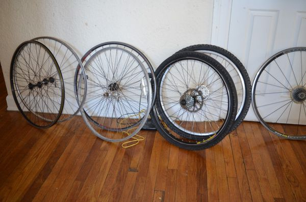 8 rims specialized Cannondale and bontrager. 6 700 road bike and 2 26 mountain 🚲 2 frames and parts