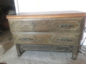 small nightstand/dresser for Sale in Fresno, CA