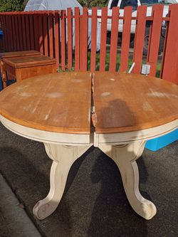 FREE table for Sale in Auburn,  WA