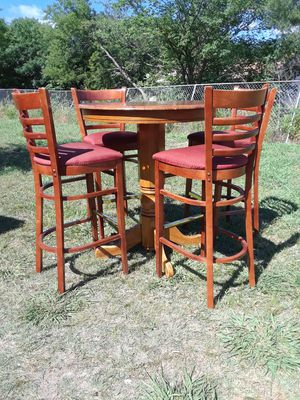 High Table with 4 high chairs ( 36 wx 41 height ) Solid Wood Table, 130. for Sale in Princeton, TX