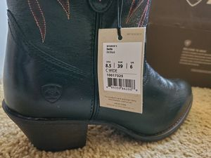 ARIAT WOMANS BOOTS for Sale in Canyon Lake, CA