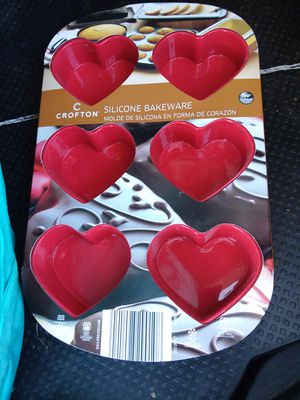 MAKE ME A REASONABLE OFFER// HEART SILCONE BAKEWARE for Sale in Delaware, OH