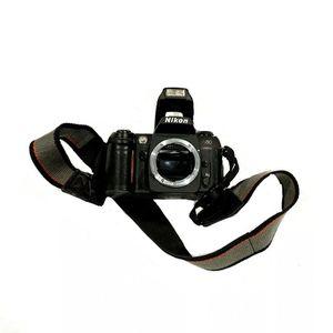 Nikon N80 35mm SLR Film Camera Body for Sale in Parkville, MO