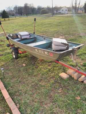 Boat and trailer for Sale in Bermuda Run, NC