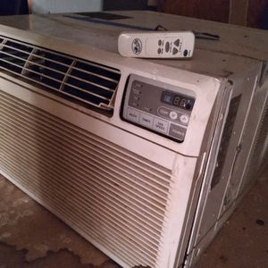 A/C Window Unit Large 24x24x20 for Sale in Happy Valley, OR