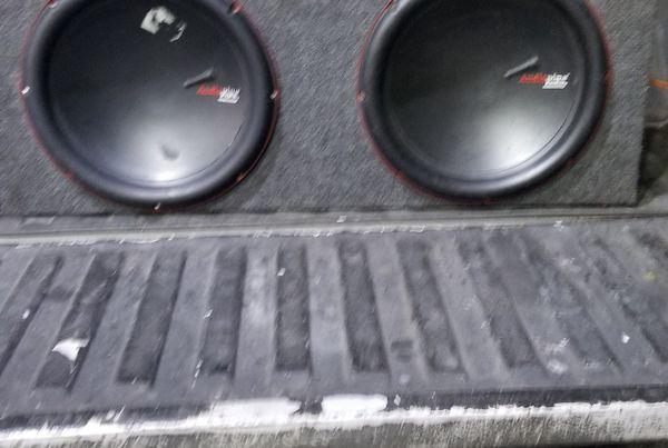 "15"" 1000watt audiopipe speakers and a 900 watt planet audio amp"