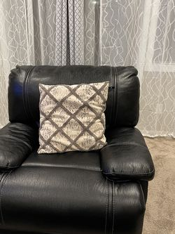 Selling this Couch with the mirror for Sale in Milwaukie,  OR