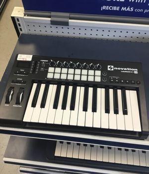 Novation LaunchKey 25 USB MIDI Controller for Sale in Chicago, IL