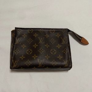 Louis Vuitton Toiletry 19 Pouch for Sale in Norwalk, CA