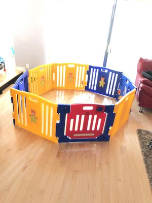 Kids connect play pen with a lot of toys for Sale in Miami Gardens, FL