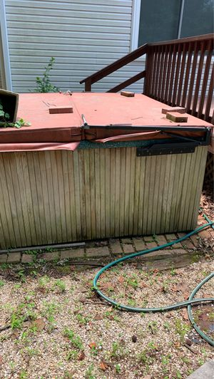 FREE HOT TUB JUST NEED GONE for Sale in Virginia Beach, VA