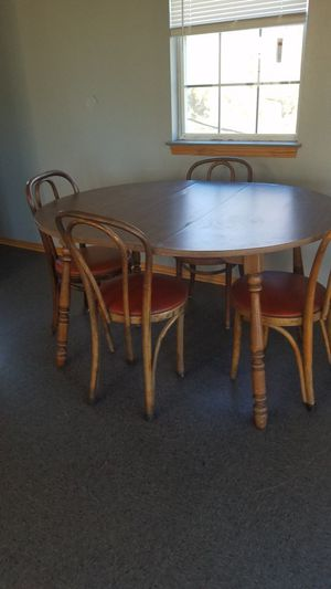 Antique ...Table and 4 chairs in good condition. $ 75. For all. Need gone asap for Sale in Hessmer, LA