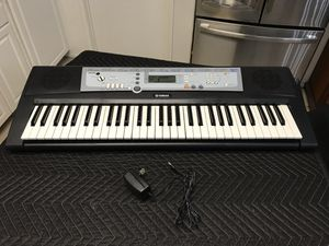 Yamaha YPT 200 Portatone Electronic Keyboard 61 Keys Comes with AC Adapter EXCELLENT WORKING CONDITION! FEATURES Keyboard: 61 Standard Keys (C1-C6) for Sale in Fontana, CA