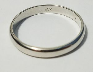 18k classic wedding ring for Sale in Hialeah, FL