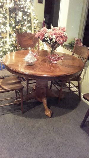 Oak table and chairs 4 claw feet table for Sale in Las Vegas, NV