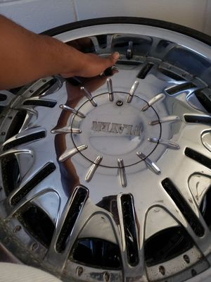 255/30/22 player rims 450 obo needs 2 tires other two are new.22×9 universal 5 lug dont fit my jeep so I have no use for them for Sale in Brandon, FL