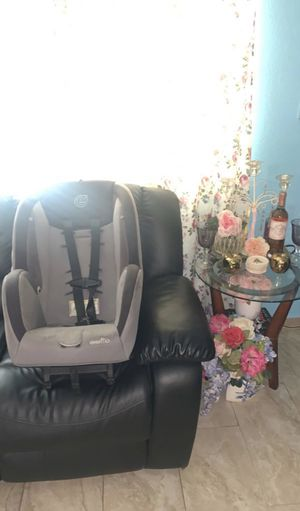 Evenflo Car Seat Up To Toddler Size for Sale in Bloomington, CA